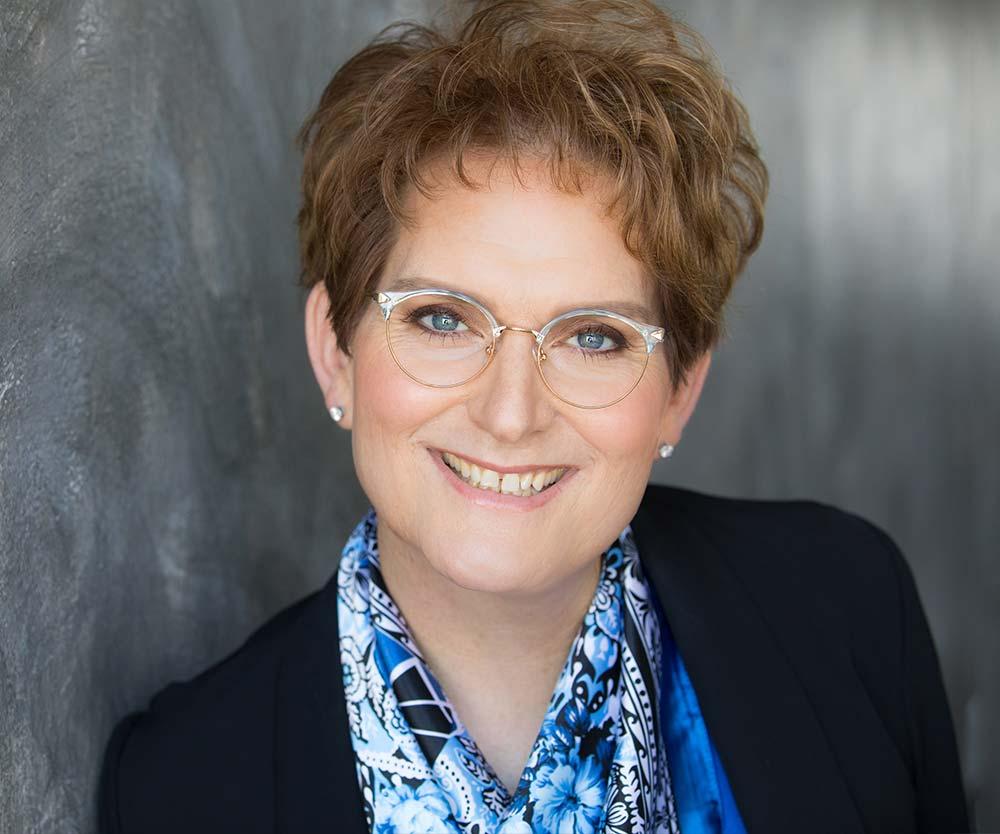 Dr Elouise Epstein